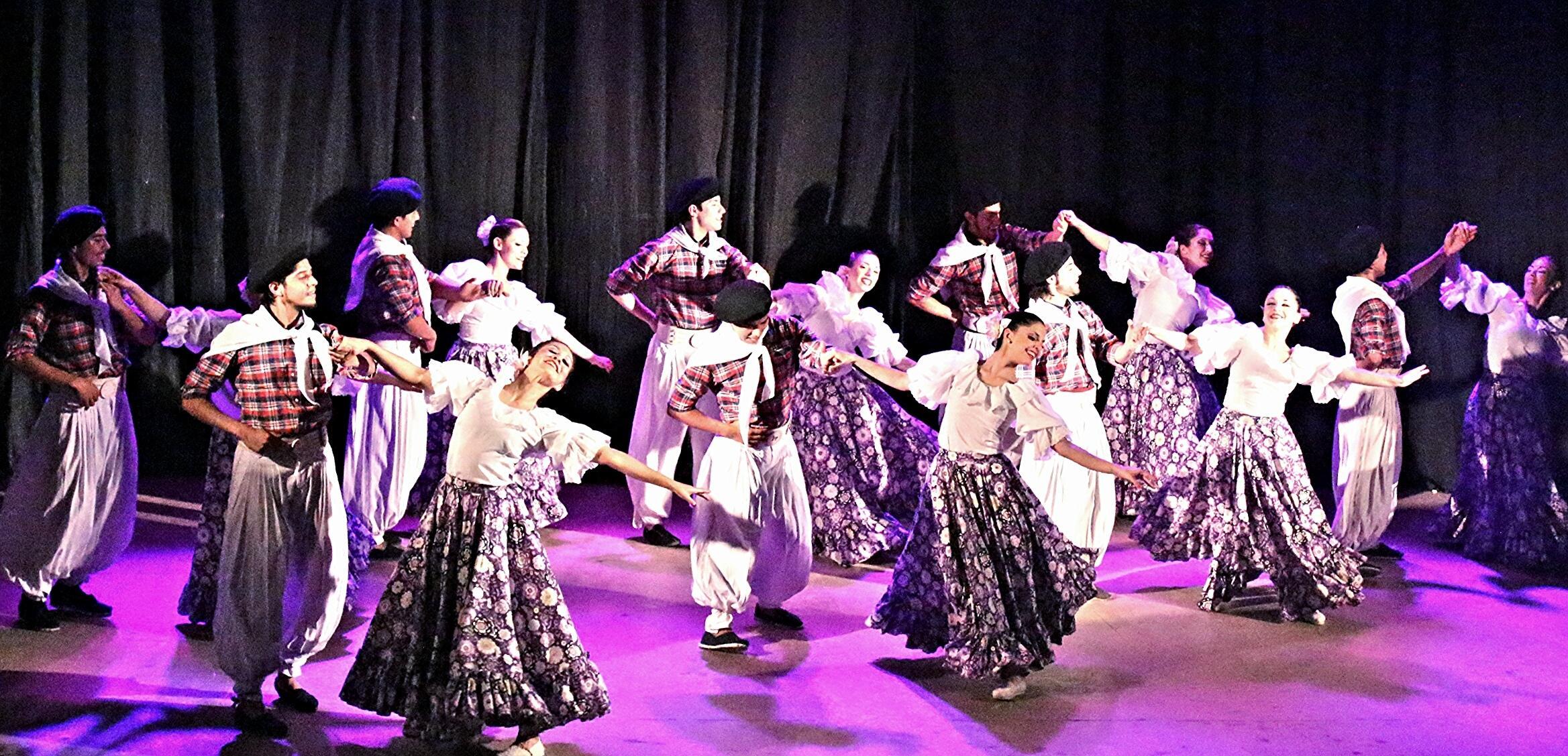 El ballet folkl rico celebra el d a internacional del for Noticias del espectaculo internacional