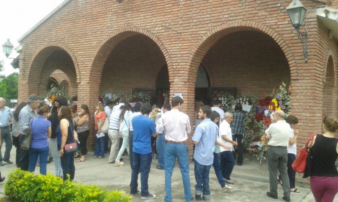 Cientos de personas despidieron a la familia Galindo