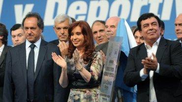"""Cristina Kirchner: """"Siento vergüenza que el 10% que paga Ganancias no deje ir a trabajar al otro 90%"""""""
