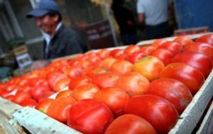 Por las inundaciones en Tucumán, aumentó hasta un 150% el precio del tomate