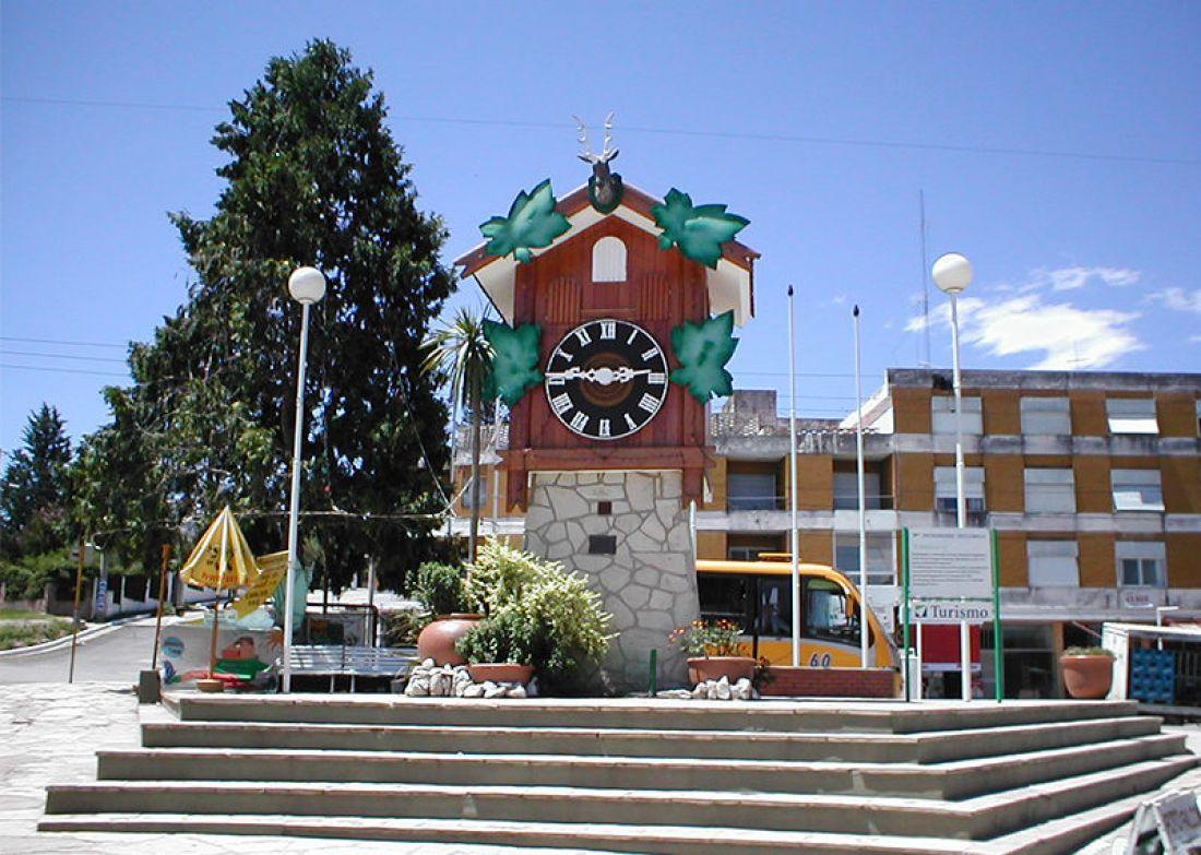 Aislaron a 110 estudiantes tras un viaje de egresados a Carlos Paz -  Argentina - Profesional FM 89.9 Salta, Argentina