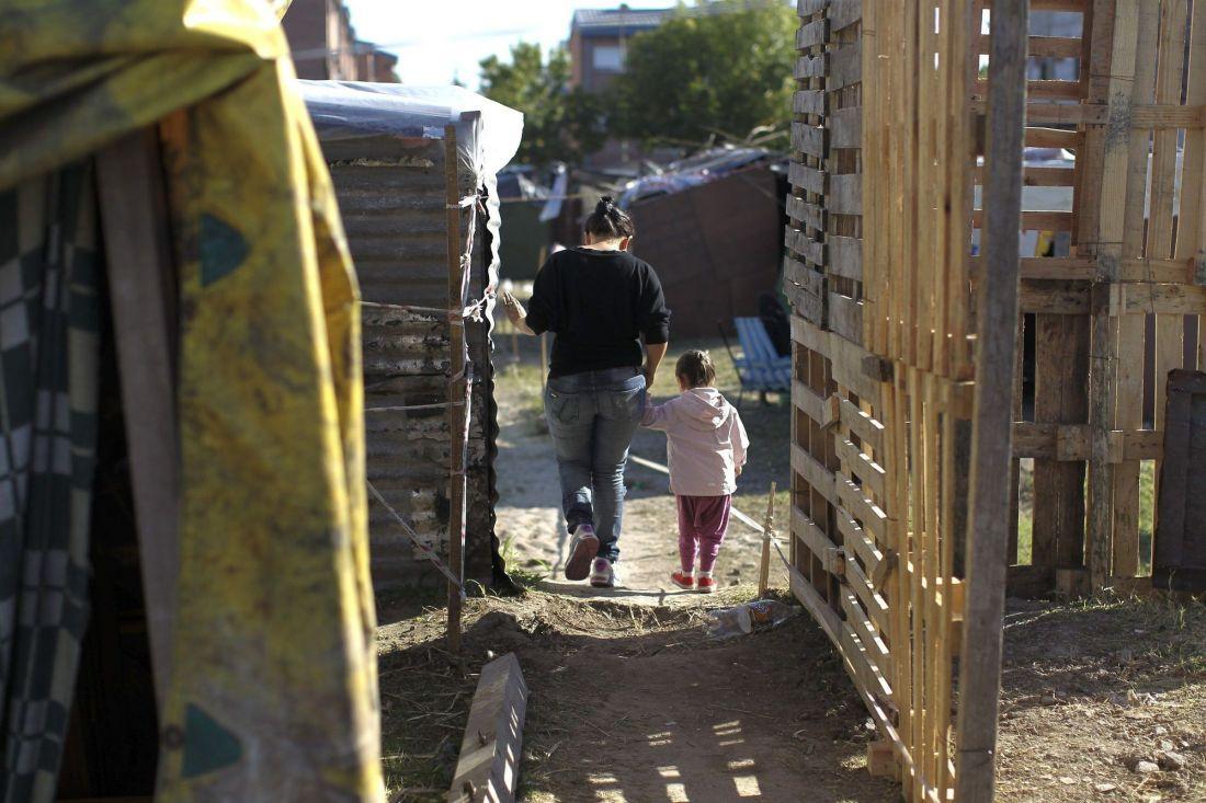 La mitad de los hogares argentinos vive con menos de $60 mil pesos por mes