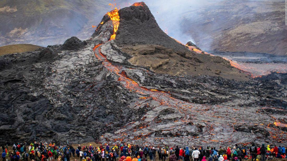 Un volcán lleva seis meses en erupción, la más larga en los últimos 60 años