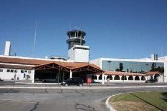 El aeropuerto de la provincia opera con demoras