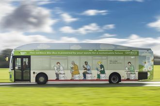 """Inglaterra: El """"bio-bus"""", un colectivo que se mueve gracias a excrementos humanos"""