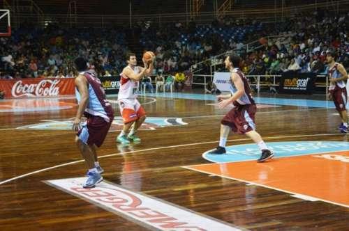 Salta Basket no pudo con el puntero de la zona y cayó 91 a 77