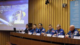 Un astronauta ruso y un estadounidense se preparan para pasar un año juntos en el espacio