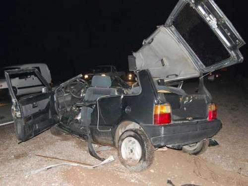 Un camión le arrancó el techo a un auto