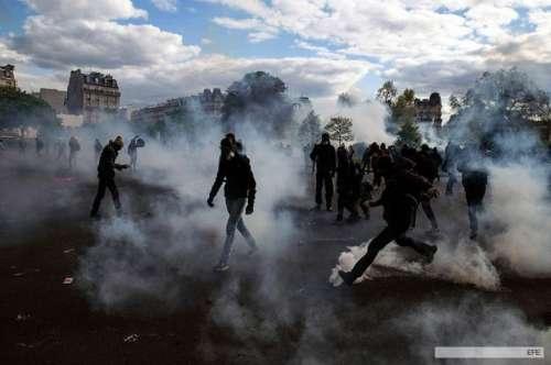 """Nuevos incidentes en otra manifestación de los """"indignados"""" en París"""
