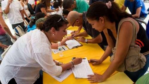 Venezuela: más de un millón de firmas para pedir el revocatorio a Maduro