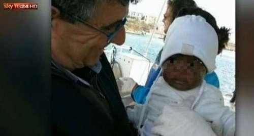 Niña de nueve meses llegó a Italia sin padres tras naufragar lancha