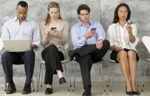 """La reforma laboral de Francia podría incluir el """"derecho a desconectar"""" el celular"""