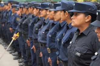 Los policías también acordaron un aumento del 25%