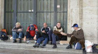 Hombre sin techo recibe entierro en el Vaticano