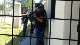 Policías otra vez  agredidos