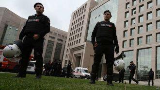 Turquía: explosión en edificio donde se encuentra secuestrado fiscal