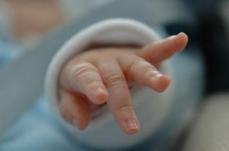 Un joven tuvo de rehén a un bebe