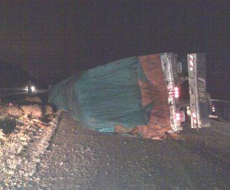 Un Camión volcó en el acceso a Salta