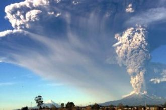 Vuelven las clases y los vuelos a Bariloche tras las cenizas del Calbuco