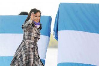 Biógrafo de Néstor Kirchner asegura que Cristina se recibió de abogada con nueve de promedio